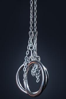 Metalowe pierścienie gimnastyczne