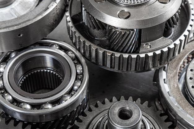 Metalowe przekładnie przemysłowe w tle