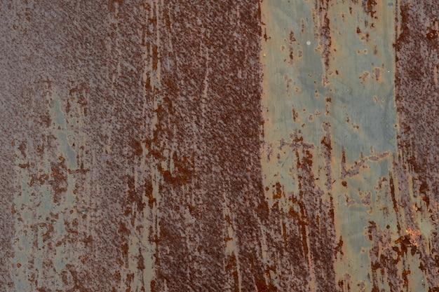Metalowe tło rdzy, próchniejąca stal, metalowa tekstura z zadrapaniami i pęknięciami