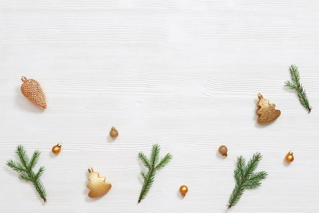 Metalowe złote zabawki kulki szyszka choinka i naturalne zielone gałęzie jodły!
