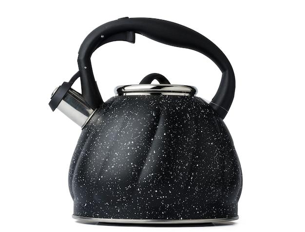 Metalowy czajnik do kuchenki gazowej na białym tle