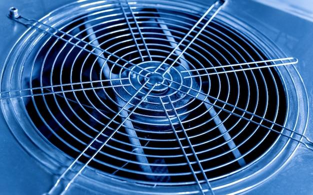 Metalowy nawiewnik klimatyzacji przemysłowej. hvac.