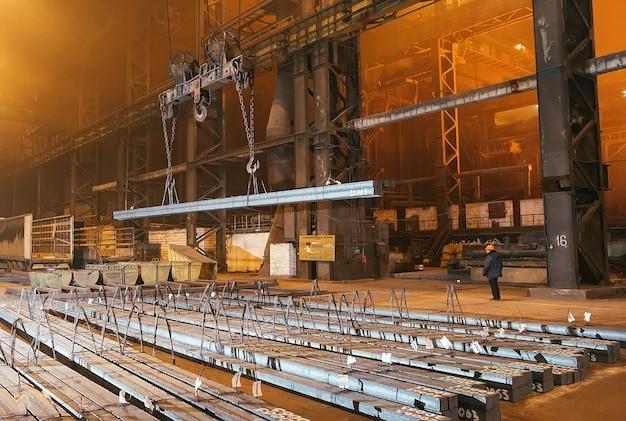 Metalowy półfabrykat magazynowy. galwanizernia do metalu.