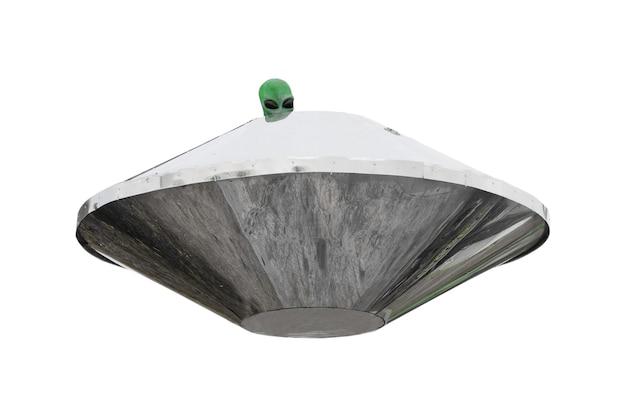 Metalowy statek kosmiczny ufo z zieloną głową obcej osoby na białym tle