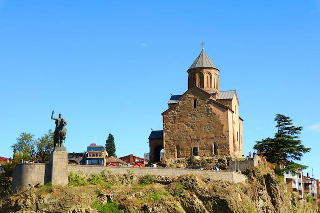 Metekhi kościół na mtkvari brzeg rzeki, stary miasteczko tbilisi miasto, gruzja