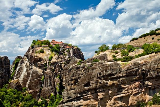 Meteory rock formations kompleksy klasztorów w grecji