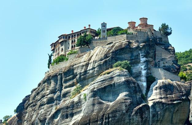 Meteory - ważny kompleks skalnych klasztorów w grecji