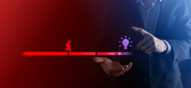 Mężczyzna biznesu ręka trzyma blok łączący między dwoma zestawami mostu dla sylwetki człowieka, aby chodzić ikona pomysłu.