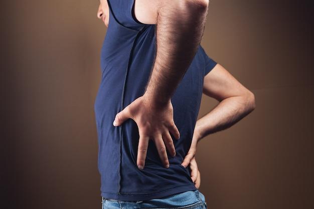 Mężczyzna boli nerki