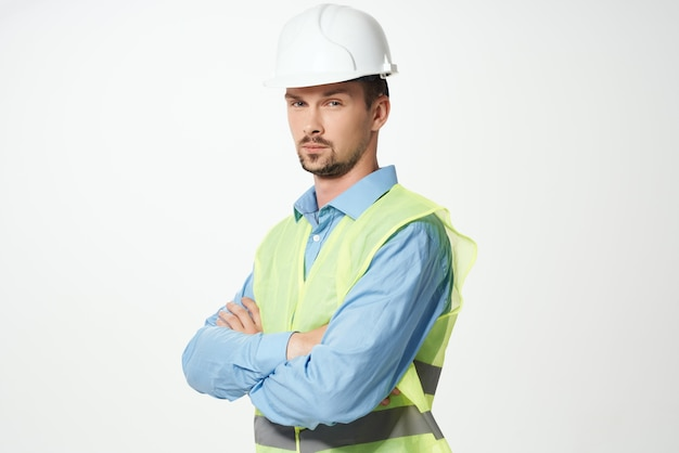 Mężczyzna budowniczych profesjonalnej pracy na białym tle. zdjęcie wysokiej jakości