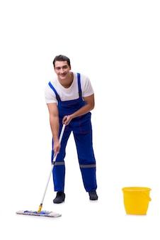 Mężczyzna cleaning podłoga odizolowywająca na bielu