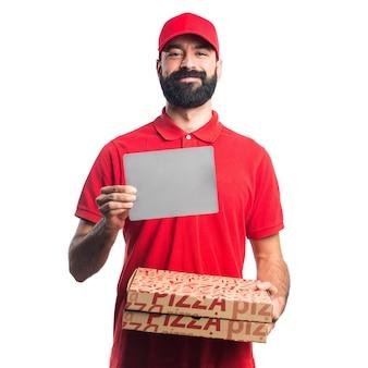 Mężczyzna dostawy pizzy gospodarstwa puste plakietka