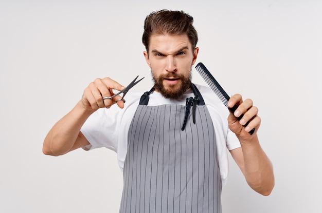 Mężczyzna fryzjer salon piękności praca moda