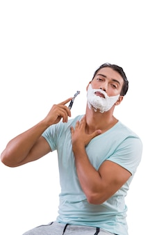Mężczyzna golenia na białym tle na białym tle