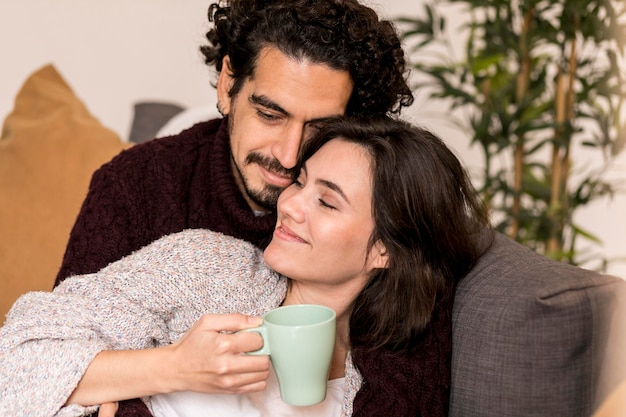 Mężczyzna i kobieta czują się dobrze ze sobą