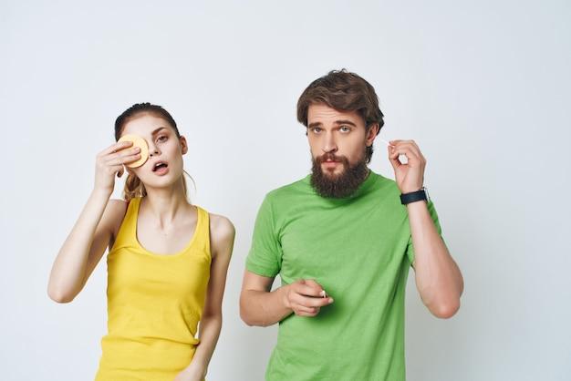 Mężczyzna i kobieta w łazience higiena poranny styl życia