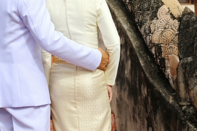 Mężczyzna i kobiety kochanka przytulenie, tajlandia