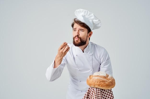 Mężczyzna kucharz gotowanie piekarnia na białym tle