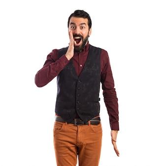 Mężczyzna ma na sobie waistcoat robi gest niespodzianka