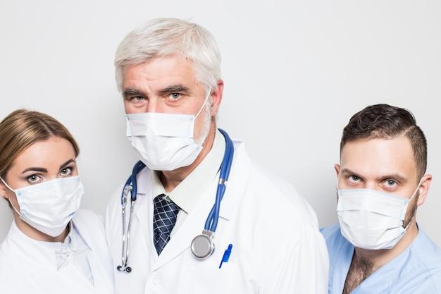 Mężczyzna mężczyzn ustawić emocje studio zdrowia