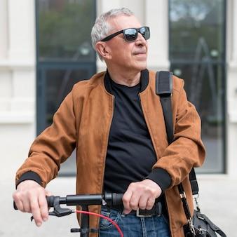 Mężczyzna Nosi Okulary Przeciwsłoneczne Darmowe Zdjęcia