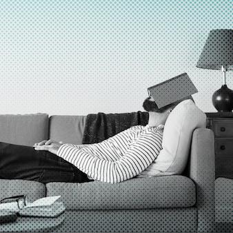 Mężczyzna nudzi się w domu podczas kwarantanny koronawirusa