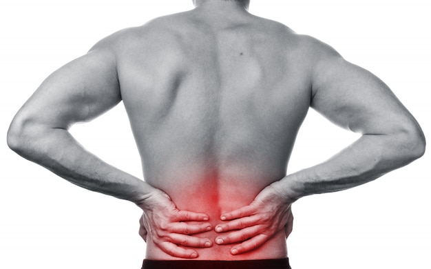 Mężczyzna odczuwa ból w plecach