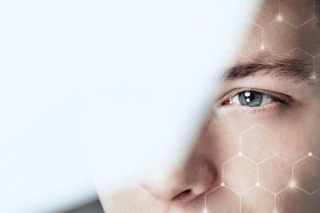 Mężczyzna patrzący przez szklaną wizję biznesową technologia blockchain cyfrowy remiks