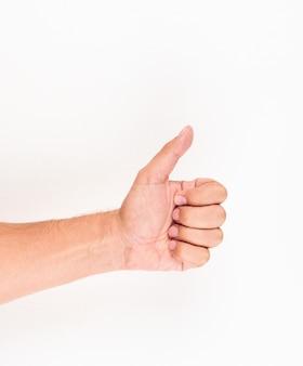Mężczyzna pokazuje aprobaty jak szyldowy ręka gest. widok z góry.