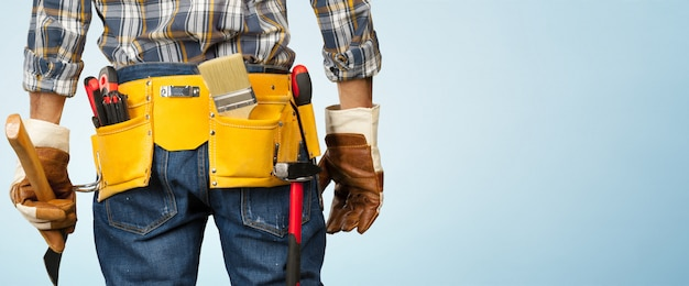 Mężczyzna pracownik budowlany