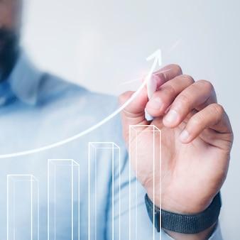 Mężczyzna przedstawiający prezentację w postaci wykresu słupkowego za pomocą zaawansowanego technologicznie pióra cyfrowego