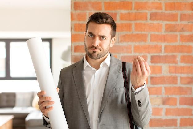 Mężczyzna robiący kaprys lub gest pieniędzy, mówiący, żebyś spłacił swoje długi!