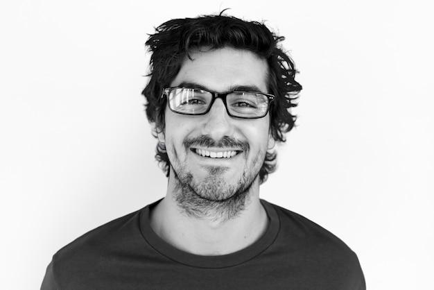 Mężczyzna rozochocony uśmiechnięty portreta pojęcie
