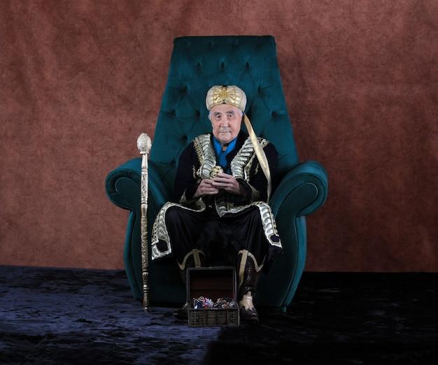 Mężczyzna sułtan na tronie kazachski chan
