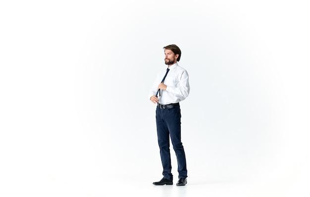 Mężczyzna w garniturze pewność siebie urzędnik biura mody. zdjęcie wysokiej jakości