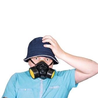 Mężczyzna w masce gazowej