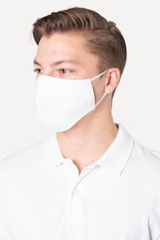 Mężczyzna w podstawowej białej masce do kampanii ochrony covid-19