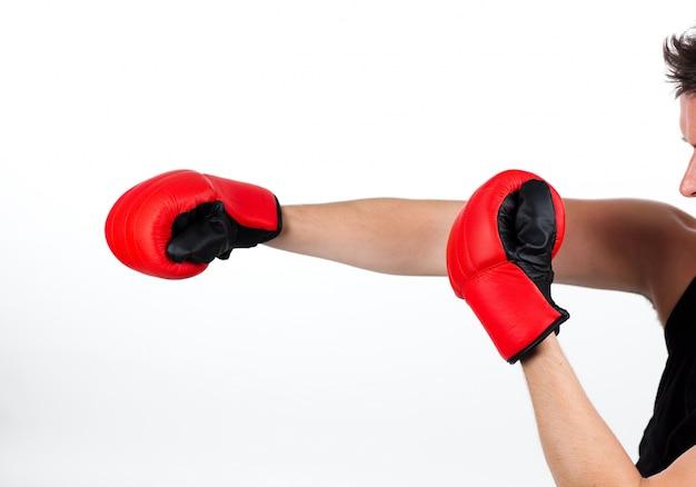 Mężczyzna w walce bokserskiej