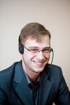 Mężczyzna z call center