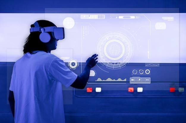 Mężczyzna z goglami vr dotykający holograficznego ekranu