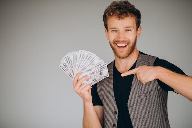 Mężczyzna z pieniędzmi w ręku