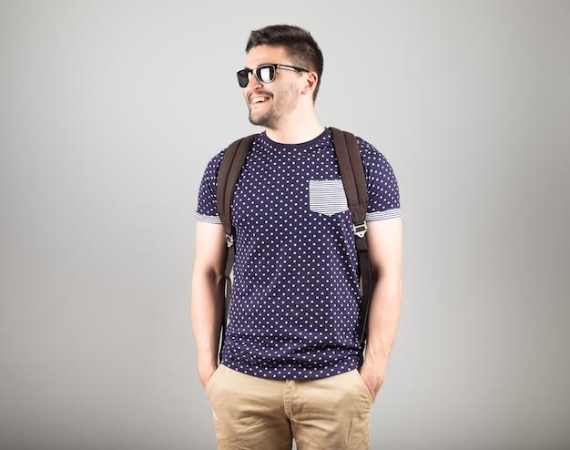 Mężczyzna z plecakiem