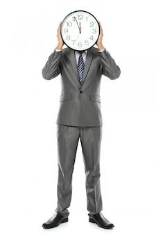 Mężczyzna zakrywa jego twarz z zegarem