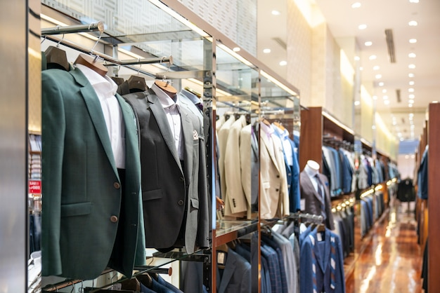 Mężczyźni eleganckiej odzieży