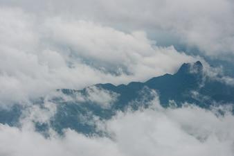 Mgły i chmury górskiej dolinie krajobraz, Phetchabun, Tajlandia