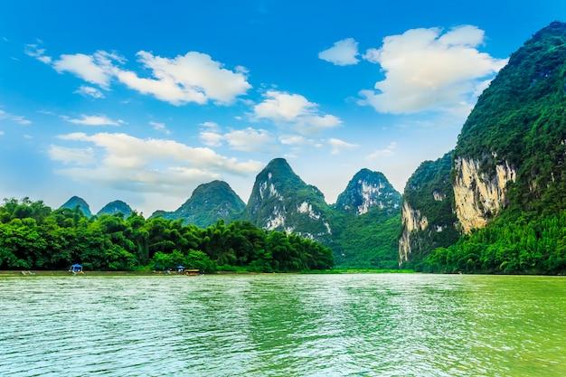 Mgła turystyki skyline bambusa sławnych rzek
