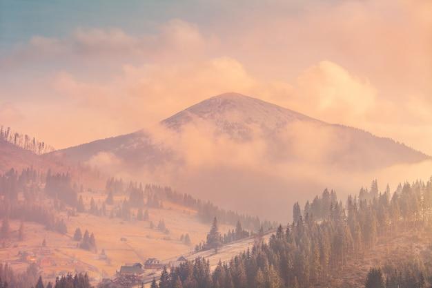 Mglisty krajobraz jesień