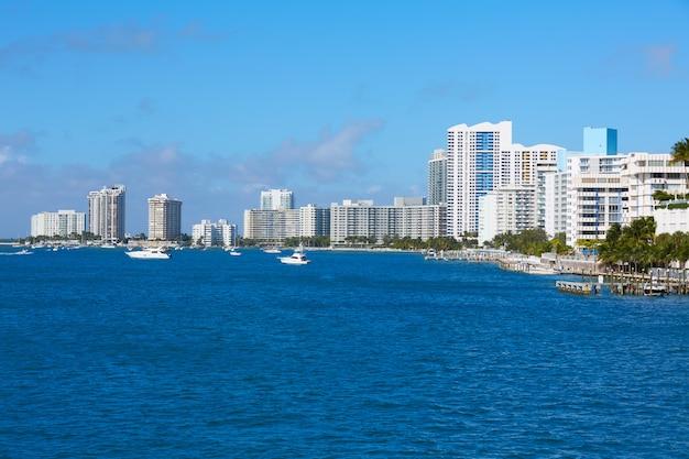 Miami beach z macarthur causeway na florydzie