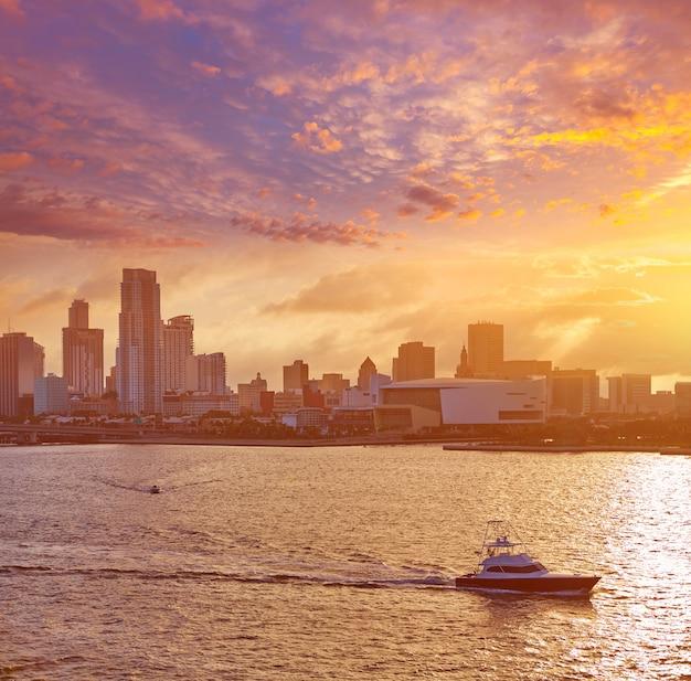 Miami w centrum linii horyzontu zmierzch floryda usa
