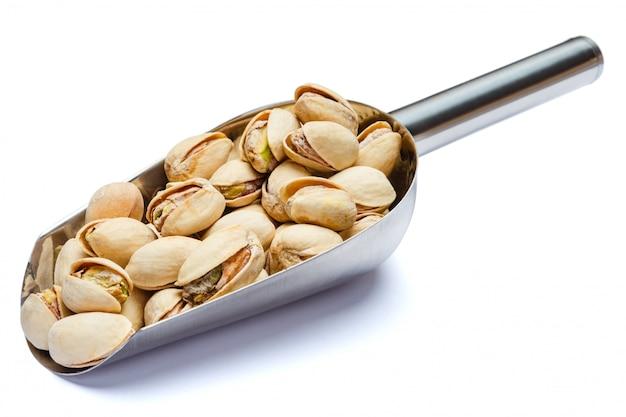 Miarka piec pistacjowe dokrętki na bielu stole